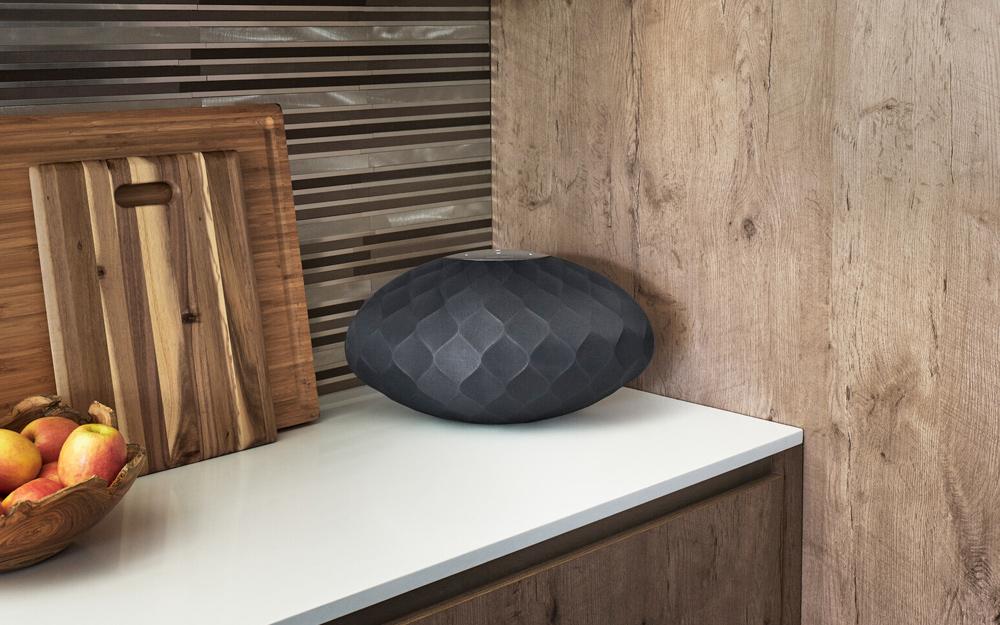Không gian nhà bạn trở nên sang trọng, hiện đại hơn với loa B&W Formation Wedge