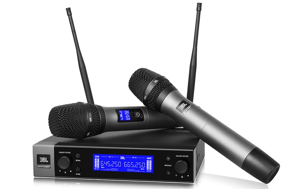 Bộ micro không dây JBL VM200 gồm bộ thu SR200 và hai micrô động dạng cầm tay HT200