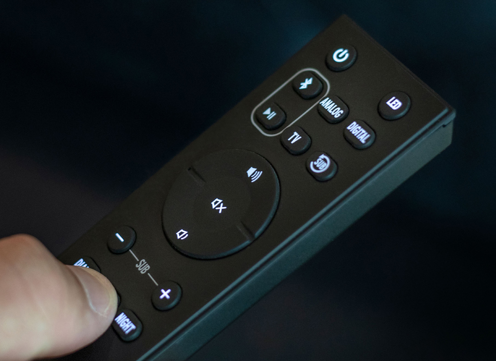 Điều khiển Klipsch Cinema 600 từ xa một cách dễ dàng với remote trên tay
