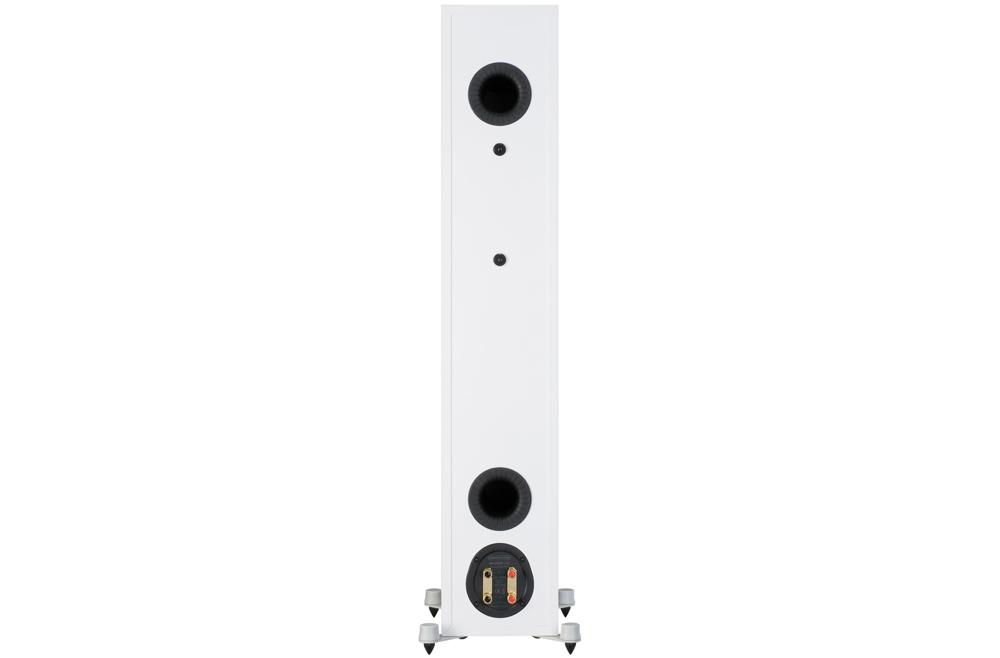 Bronze 200 tích hợp cổng Hive II điều hướng âm thanh, tăng hiệu suất trình diễn.